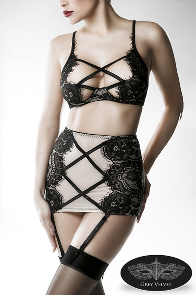 Lingerie Lace Set with Garter by Grey Velvet